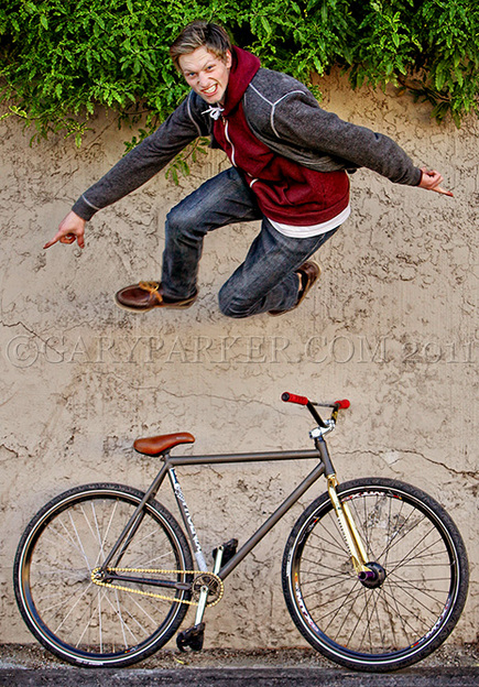 Forest runs across the wall for his official fixed gear portrait...  (NOT Photoshop)